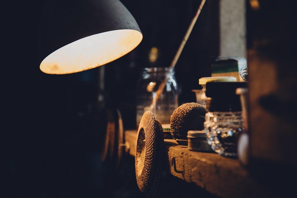 Vul uw loze ruimte op met een vloerlamp