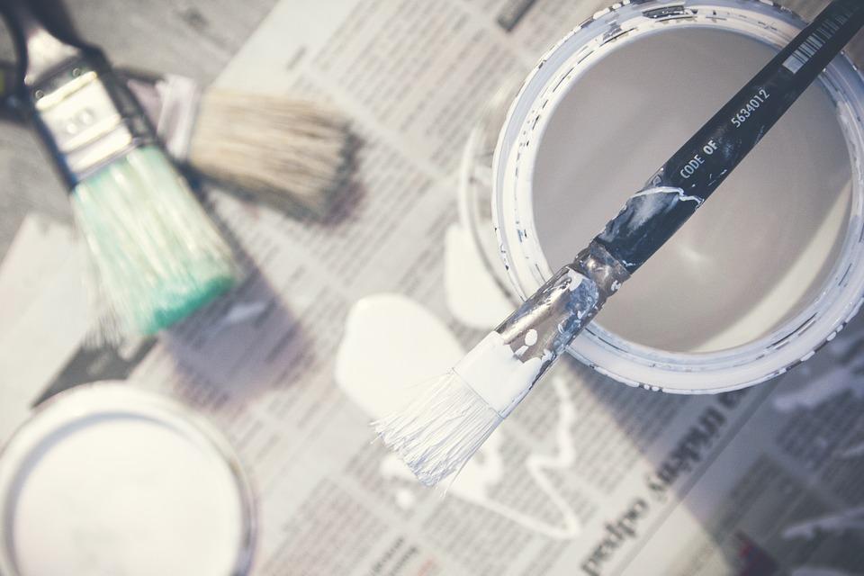 Bespaar renovatiekosten: ga zelf met verf en kwast aan de slag