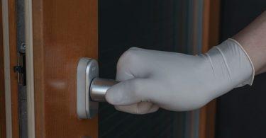 klussen aan de deur